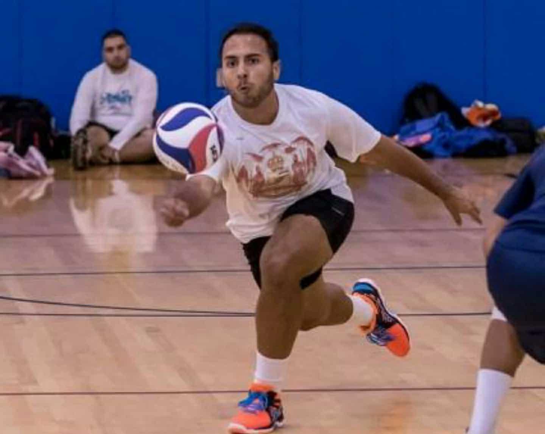 לירון משחק כדורעף
