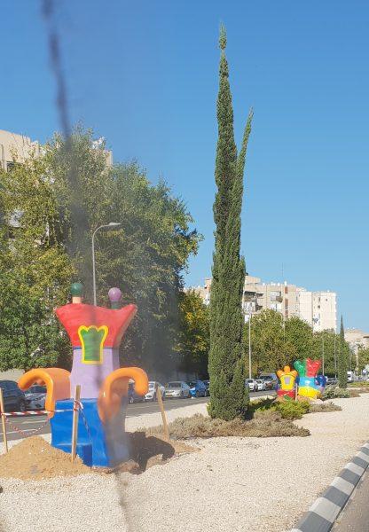 פסלי חוצות צבעוניים בשדרות ירושלים בחולון, צילום-עיריית חולון