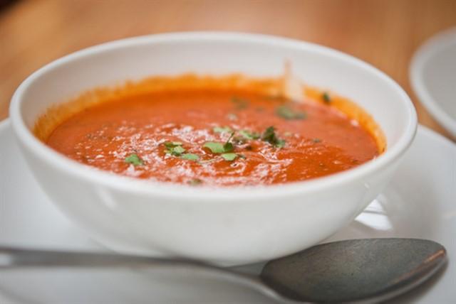 קפה גרג, מרק עגבניות
